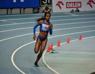 Dibaba produces one of five world leads in Torun